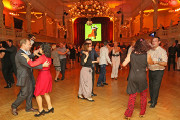 Viele tanzbegeisterte Paare