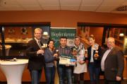 Jörg Hutschenreuter und Frau (Mitte) freuten sich riesig über ihren Gewinn