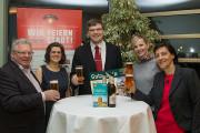 Werner Weinschenk und Kathrin Seyfert von der Mauritius Brauerei sowie Monique Riemenschneider von der Kultour Z. mit dem glücklichen Gewinner (Mitte)