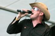Frontmann Marc Schülert ähnelt seinem Vorbild Bono von U2 stimmlich und äußerlich